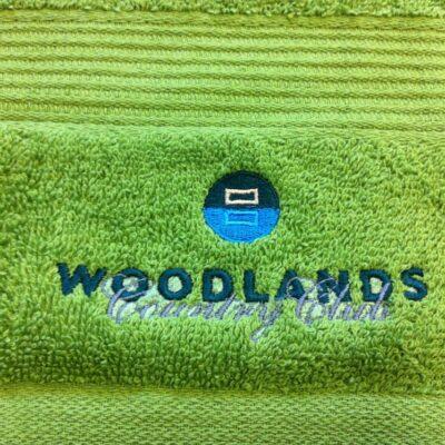 Denna handduk har fått en brodyr med 5600 stygn